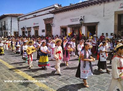 Emotivo Desfile en Pátzcuaro por su 479 Aniversario