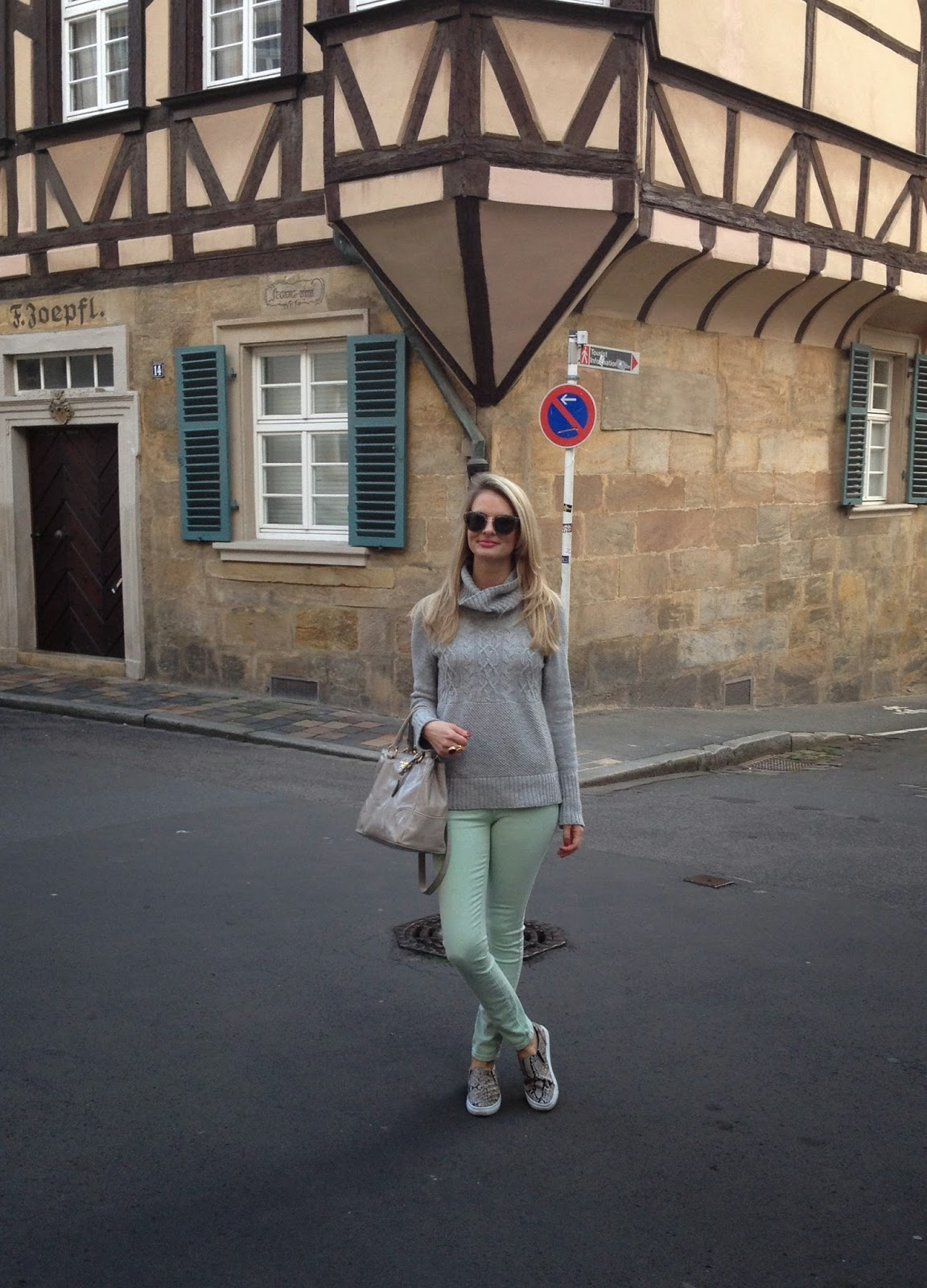 bamberg, bamberg street style, chrissabella, guess jeans, mint jeans, mint pants, gap jumper, grey jumper, grey turtle neck, grey polo neck, slipons, slip ons, h&M slipons