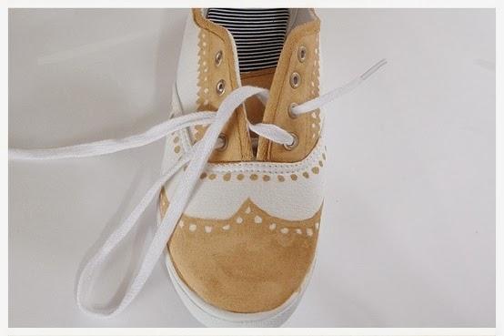 Itulah kerajinan tangan dari bahan bekas sepatu lukis unik.