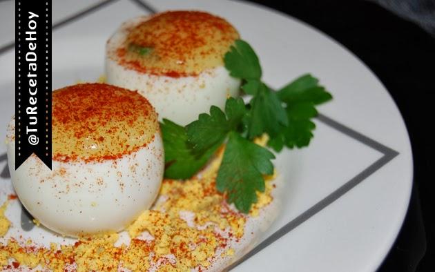 Huevos rellenos de puré al ajo y pimentón - Recetas de entrantes / tapas