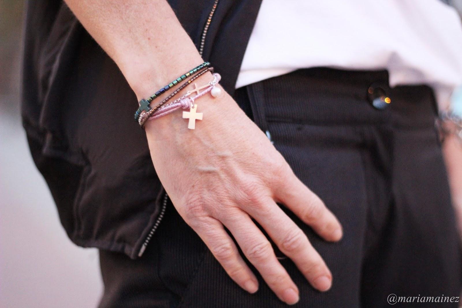 Pulsera cruz plata - pulsera cruz y perla plata - pulseras cruces brillos- cuchicuchi bisutería