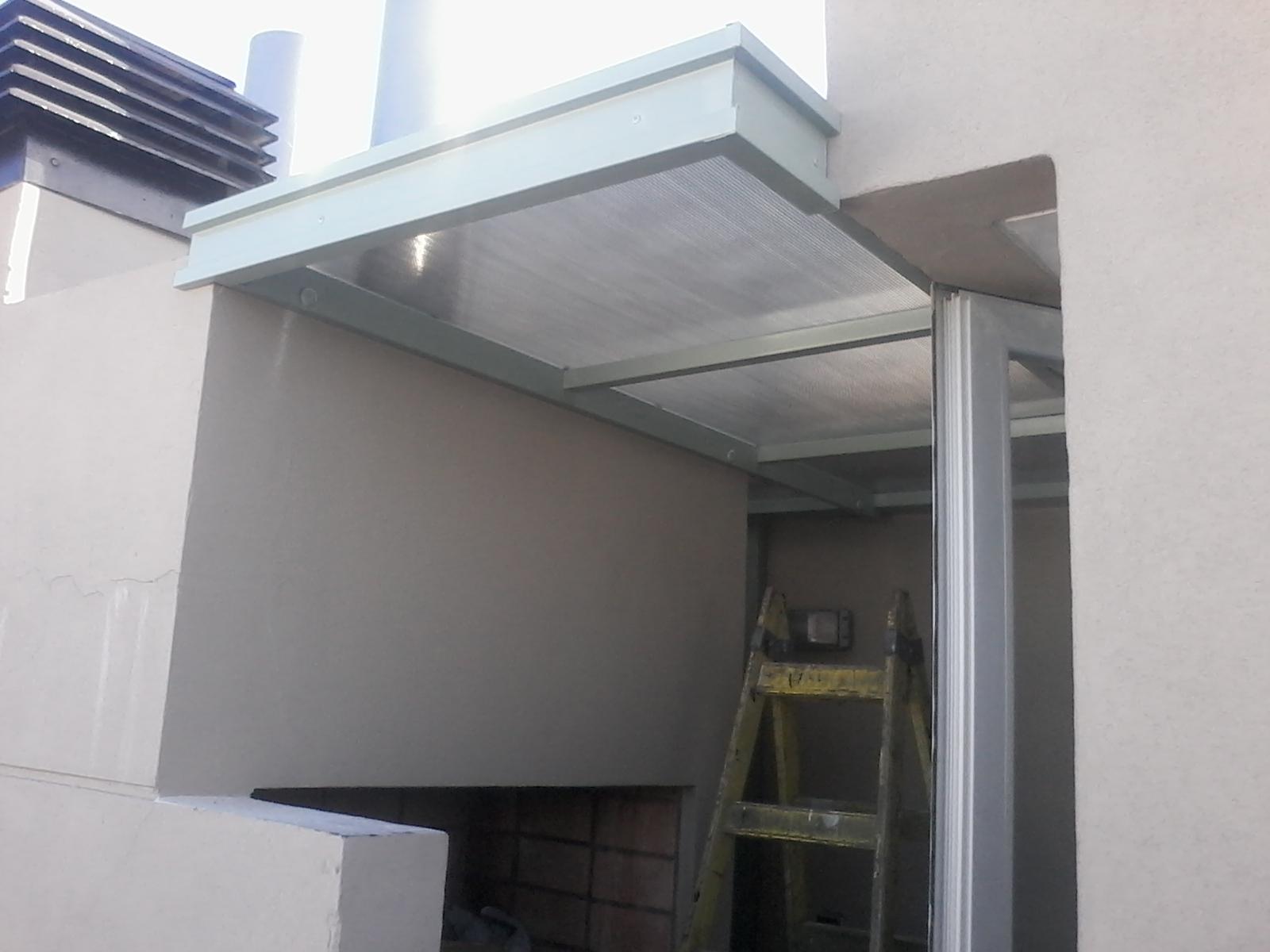 Techo de policarbonato pergolas aleros alero para for Garajes con techos policarbonato