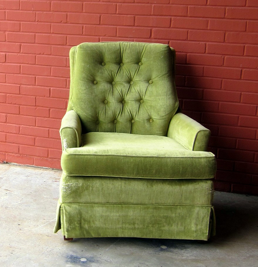 Captivating Hollywood Regency Tufted Sitting Chair