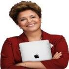 Dilma Rousseff não larga seu iPad por nada