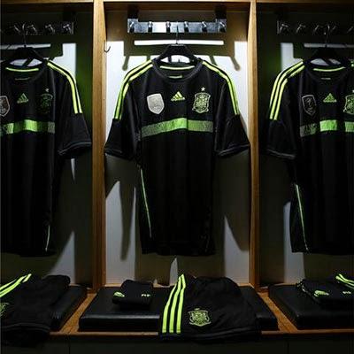 segunda equipación de la Selección Española de Fútbol Camiseta negra para el Mundial de Brasil 2014