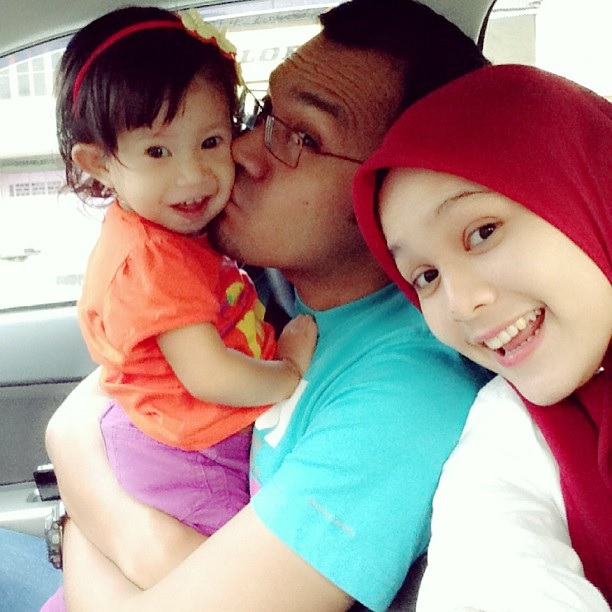 Keluarga Aida Gadis Melayu Bersama Suami dan Anak