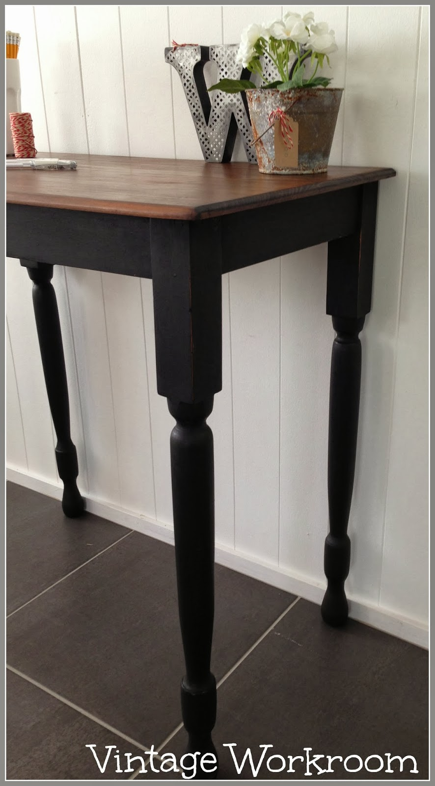 Superbe The Legs I Have Painted In A Black Chalk Paint, Lightly Sanded And Then  Waxed And Buffed. This Little Table Is A Very Practical Size And Weight.