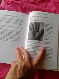 Viaje a través de las manos en BN