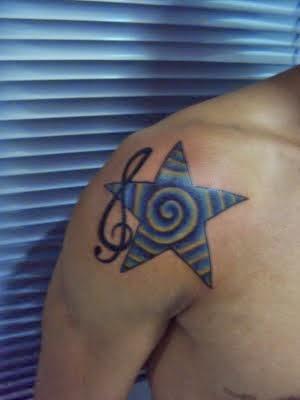 Estrela musical no ombro
