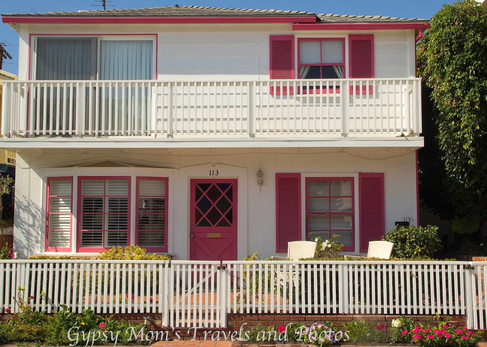 White house with pink trim on Balboa Island
