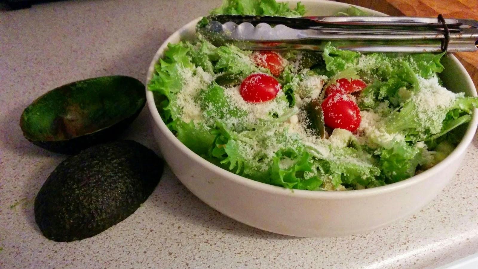 Avokadosalaatti (5-6 annosta)