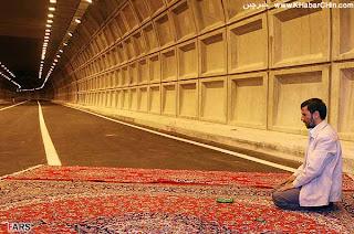Mahmoud Ahmadinejad, presiden, iran, indonesia, amerika, dunia, kekayaan, kebaikan, sifat, teladan, sholat, jalanan