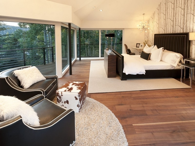 Picture of amazing bedroom with glass walls