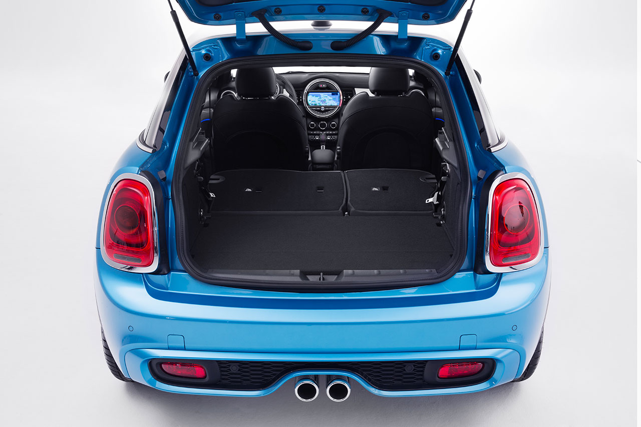 Mini Cooper 5-door Hatch trunk