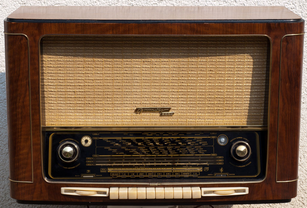 Draagbare Radio additionally Radios Grundig moreover Diferentes Medios De  unicacion also Philips az790 12 furthermore PB00107115. on philips radio