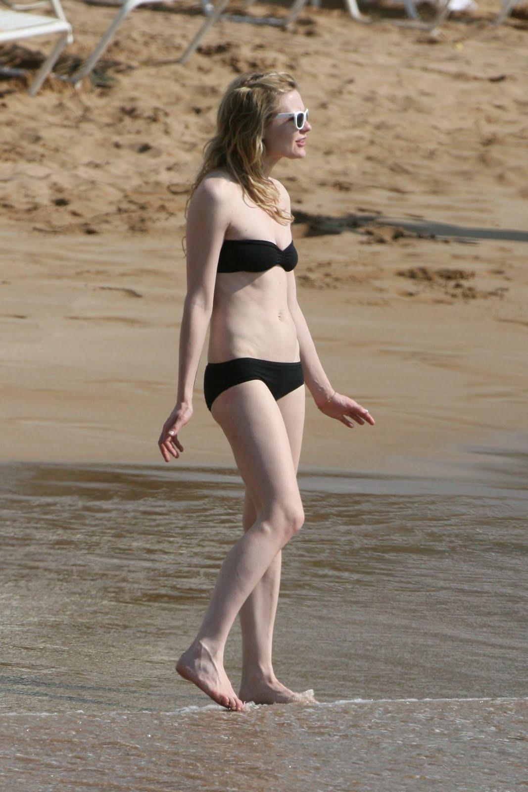 http://1.bp.blogspot.com/-Aosu9pDfRWU/Tbh1QFdnN3I/AAAAAAAALBE/25vCYMv_XH8/s1600/kirsten_dunst_bikini_1.jpg