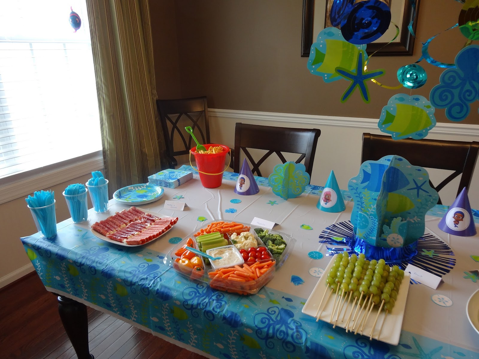 Thoman house a bubble guppies party - Bubble guppie birthday ideas ...