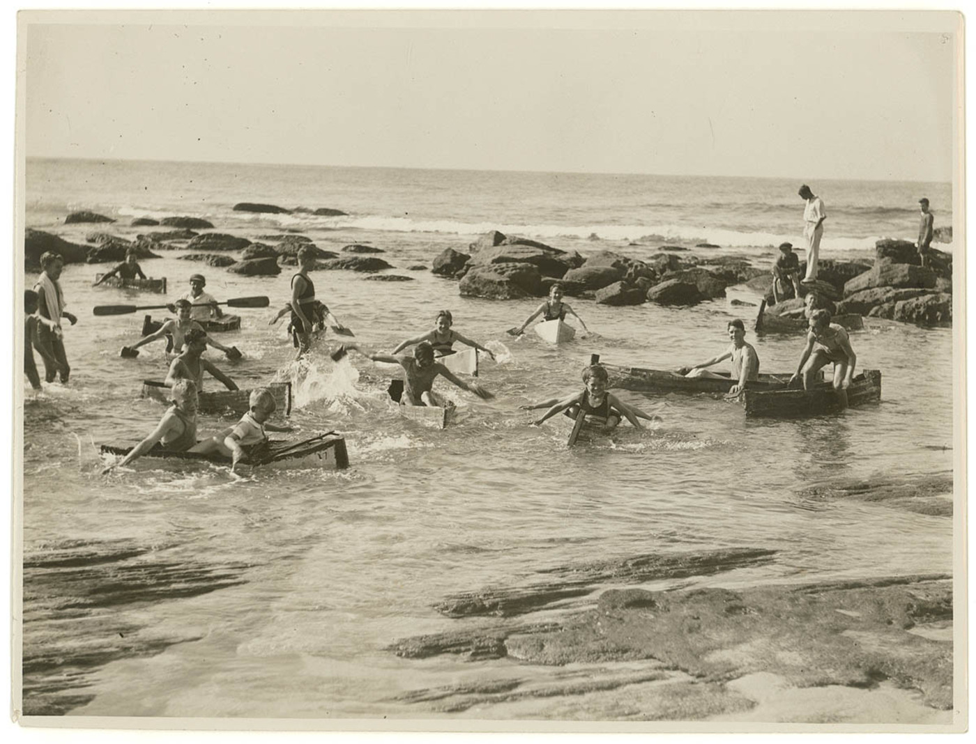 Funny Photos Of Beach S Life In Australia In The Past