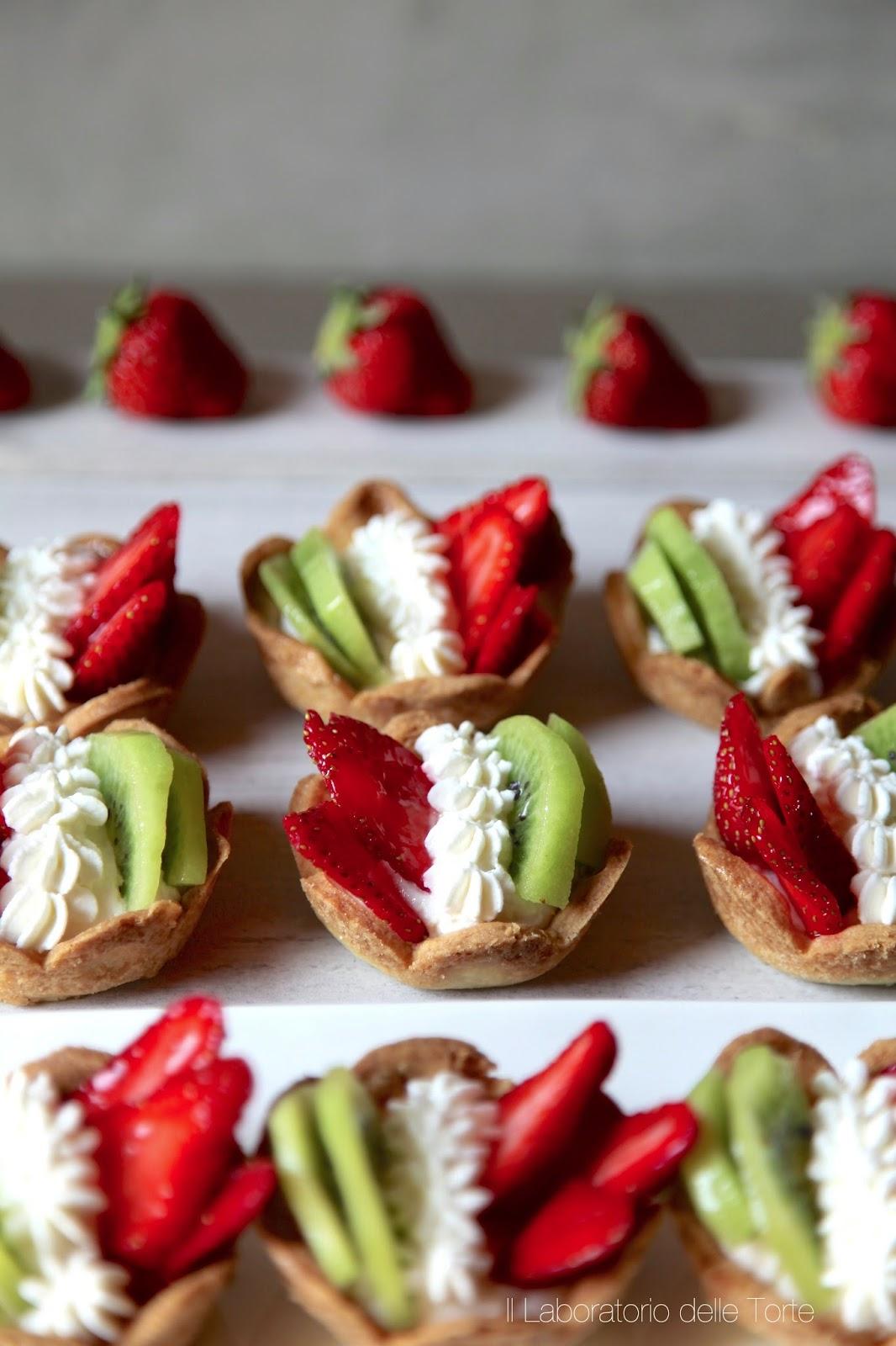 crostatine tricolore: pasta frolla, frutta e crema al mascarpone