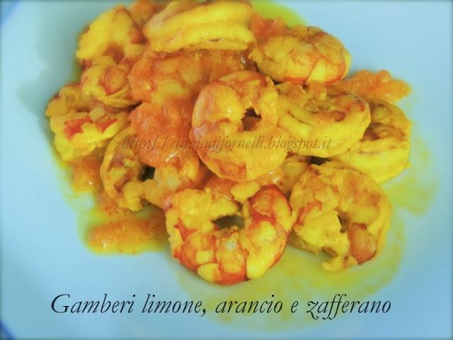 gamberi con arancio. limone e zafferano