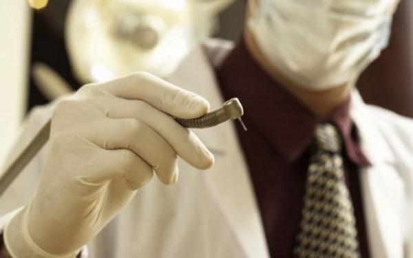 Dentista infectó a 7 mil personas de VIH y hepatitis