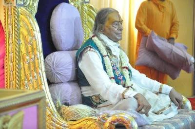 Kirtan of Jagad Guru Kripalu Maharajji