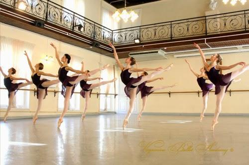 Academia de ballet en latex 5