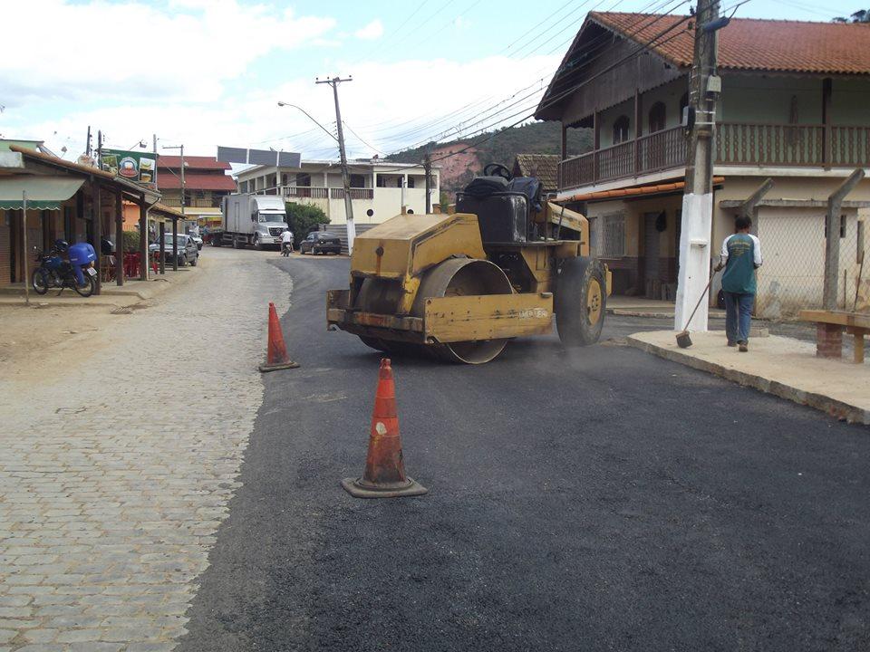 Prefeitura asfalta via de acesso a Santa Rosa, no Terceiro Distrito