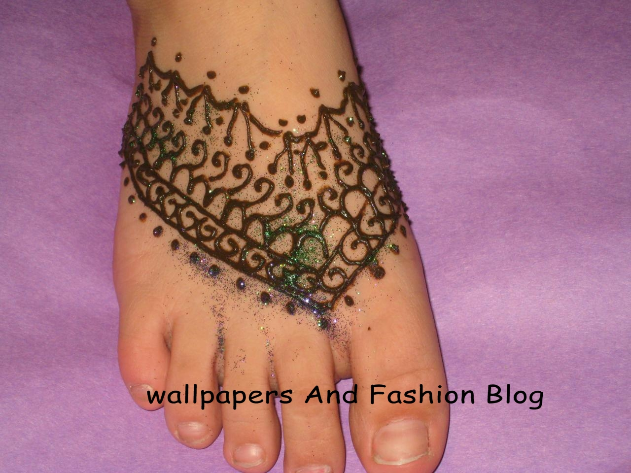 Easy Mehndi Patterns To Copy : Top easy to copy and make mehndi designs for foot eid