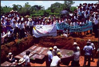 http://1.bp.blogspot.com/-AqGRVVRMhS4/UgKlYGLlsSI/AAAAAAAAjQ8/UICVC716mXQ/s1600/Guatemala-doserres-massacre.jpg