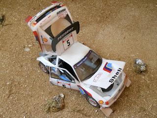 maqueta en kit del Peugeot 205 ev.2 de heller a escala 1/24