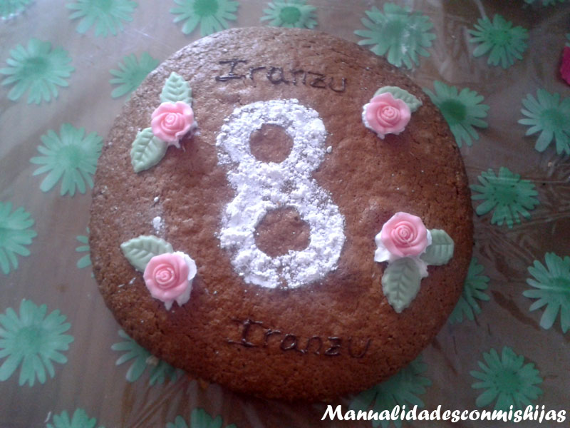 Bizcocho casero decorado para cumpleaños