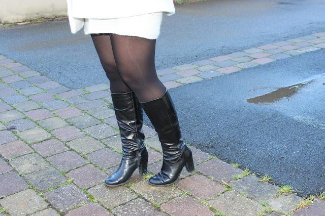 robe pull naf naf, manteau blanc, bottes andré