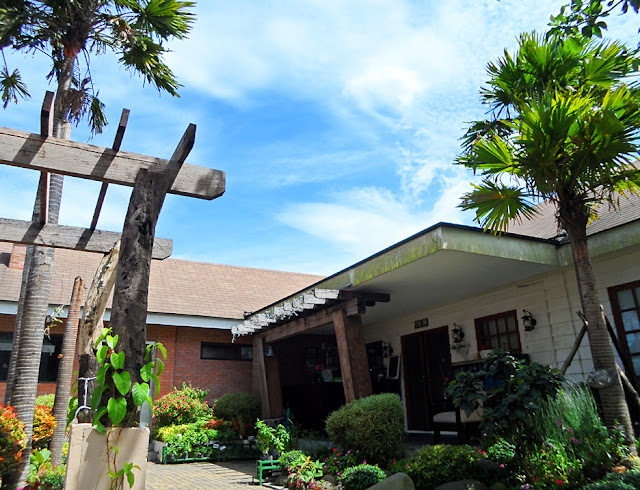 Tagaytay city 39 s quaint joaquin 39 s bed and breakfast for Terrace 33 makati