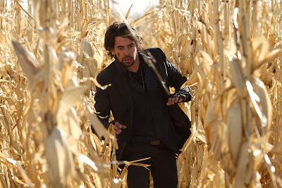 Eduardo Noriega en un campo de maiz