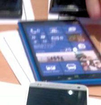 Mostrato un prototipo non funzionante, detto dummy, del prossimo phablet di Nokia?