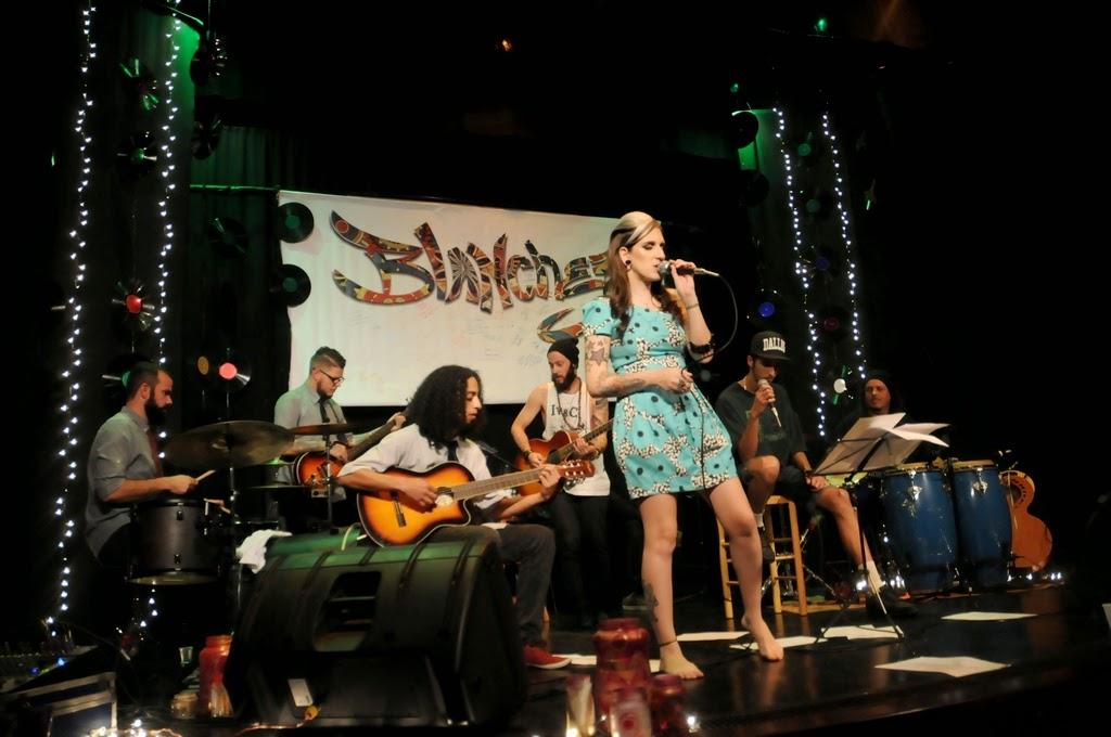 Em uma noite marcante, a Blanchez apresentou músicas autorais e releituras de sucessos nacionais e internacionais