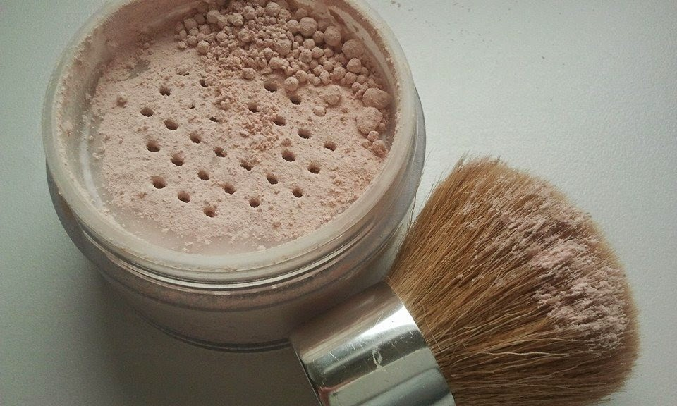 Aubrey-Organics-silken-earth-powder-with-open-lid-and-kabuki-brush
