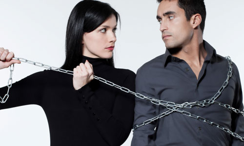 8 Signs She is Possessive and Controlling,woman control man lock chains