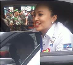 Foto Mesra Angelina Sondakh Dengan Kompol Brotoseno