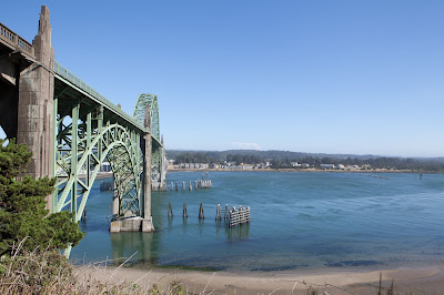 https://en.wikipedia.org/wiki/Yaquina_Bay_Bridge