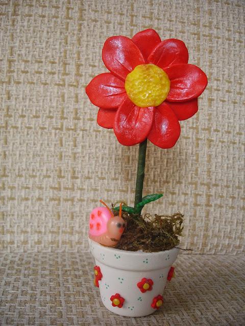 Vasinho de flor de biscuit