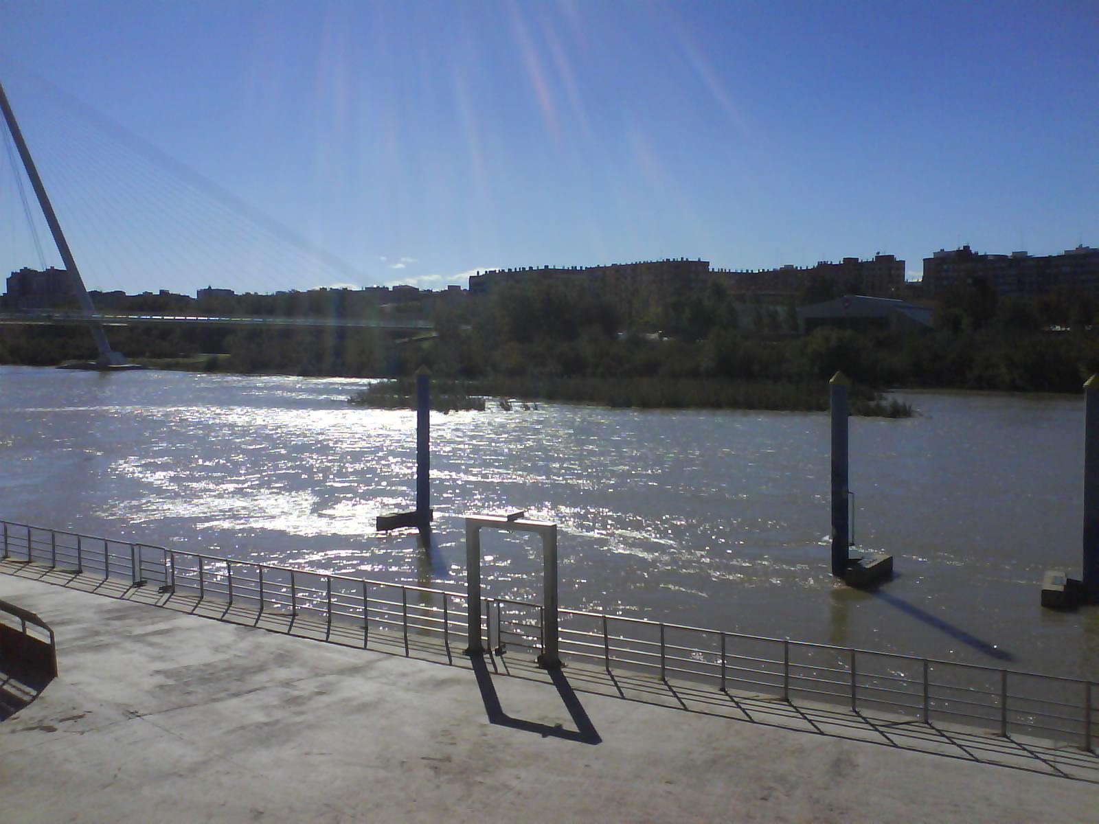 Embarcadero barquitos barco EXPO bajo el Ebro Zaragoza