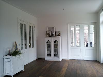 Wonen met brocante de woonkamer for Huis laten inrichten