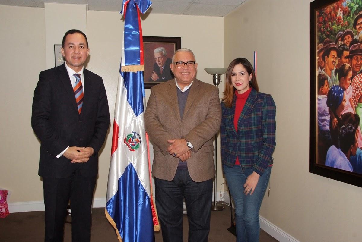 Consulado Dominicano y abogado de NY1 Noticias orientan criollos sobre plan de legalización en el 2015