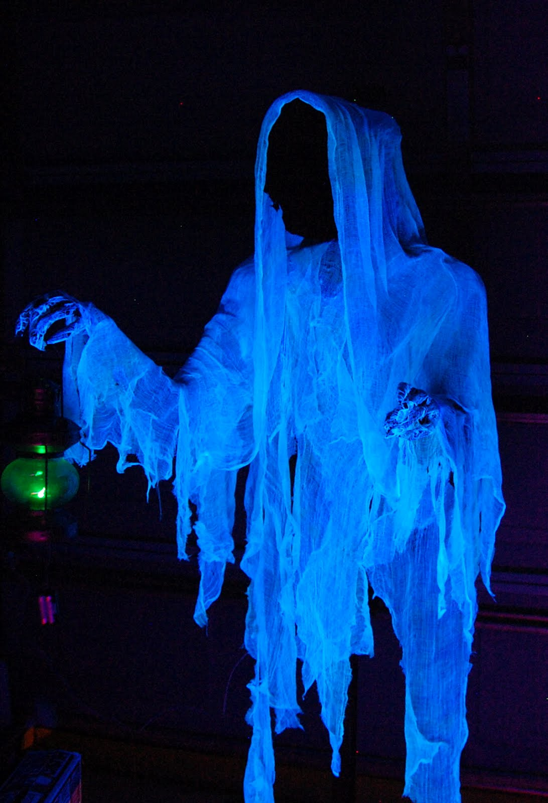 Prop showcase animated cloaked ghost for Animated halloween decoration
