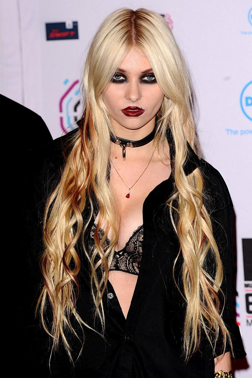 http://1.bp.blogspot.com/-AryDg9Y0ZqI/UAK9fcb_TSI/AAAAAAAAAzM/KqJNWbL17wU/s1600/Taylor-Momsen-rock-girl.jpg