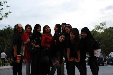 Bersama kawan-kawan sekelas