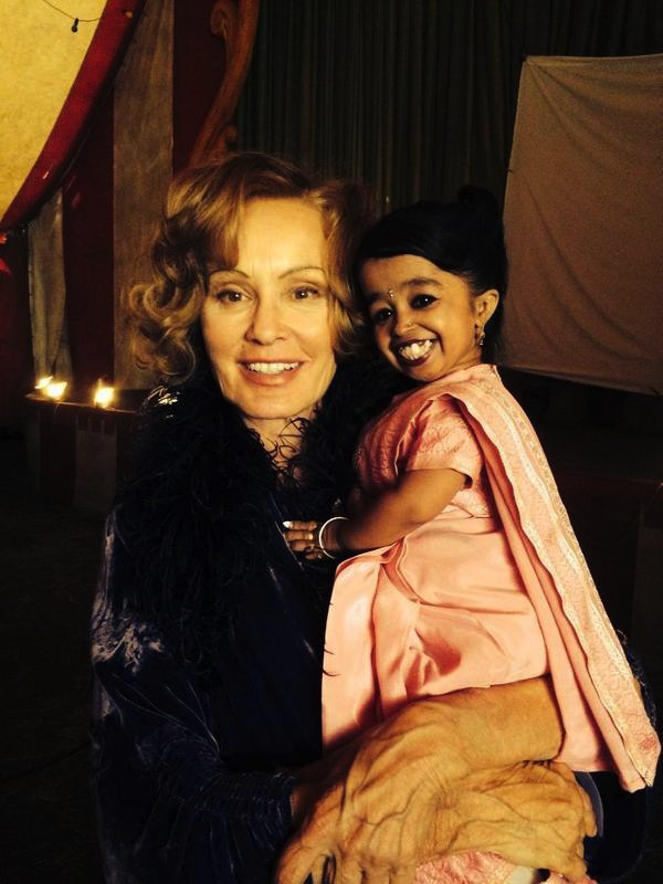 American Horror Story - Season 4 - BTS Photo of Jessica Lange and World's Smallest Woman