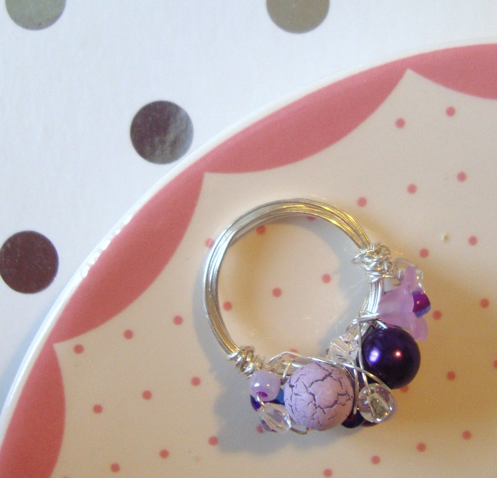 Wire Ring Beads: STRAWBERRY BOX: Bead And Wire Ring Tutorial